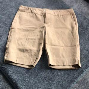 Women's Old Navy khakis shorts.